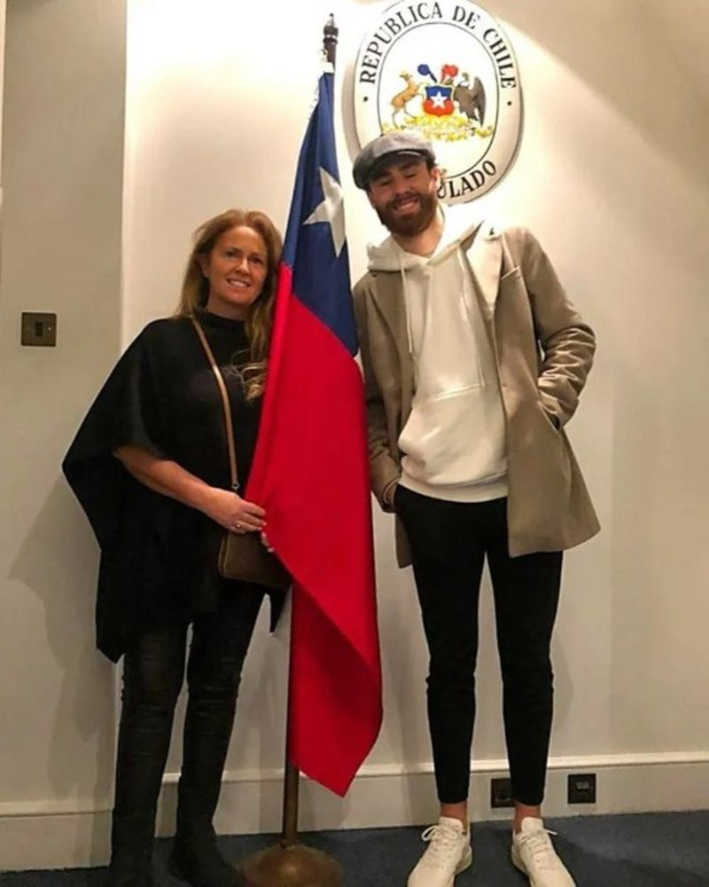El delantero inglés Ben Brereton, en el consulado chileno en Londres.