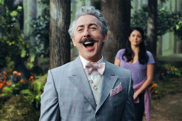 La serie de comedia musical Schmigadoon! anuncia su estreno para el 16 de julio en Apple TV+