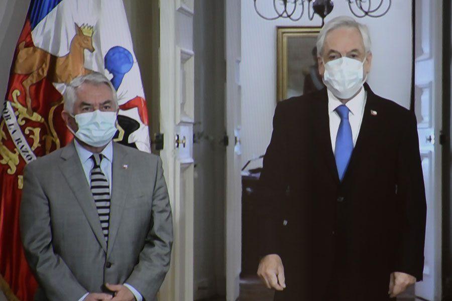Enrique Paris y Sebastián Piñera en La Moneda.