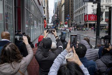 Nueva York evalúa subir impuestos a la renta para sobrellevar crisis