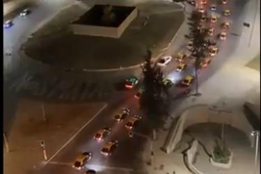 Taxistas realizan caravana por la Alameda en demanda de mayor seguridad