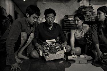 Parasite a blanco y negro: nueva versión de la película llega a los cines y al streaming