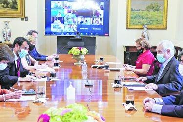 Piñera encarga a alcaldes logística para vacunación en grupos prioritarios