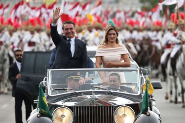 Un Rolls Royce, lengua de señas y miles seguidores: las imágenes que marcaron la toma de posesión de Bolsonaro