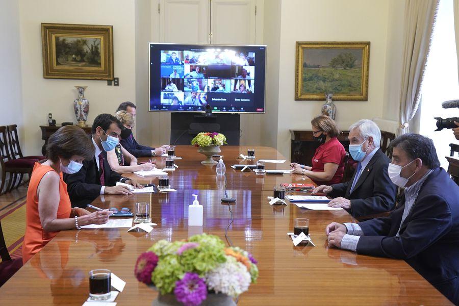 Reunión con alcaldes sobre plan de vacunación Covid-19.