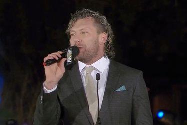 """Kenny Omega cuestionó al """"dinero sangriento"""" de la WWE"""