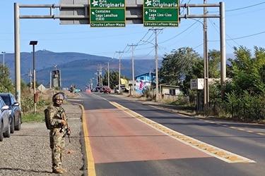 Ataque incendiario en Tirúa deja destruida máquina que realizaba trabajos a comunidades indígenas