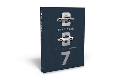 ¿Buscas un regalo para un fanático de los autos? Mira este libro de James Bond