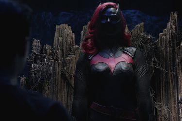 Nuevas fotos del set muestran a Javicia Leslie con el traje de Batwoman