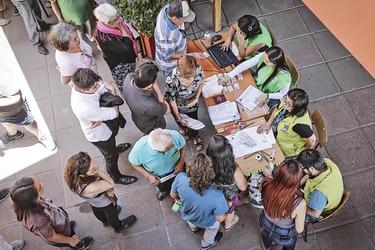 Más de 2,1 millones de chilenos votaron en inédita jornada de consulta municipal