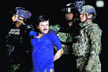 FILE PHOTO_ Soldiers escort drug lord Joaqu (44633122)