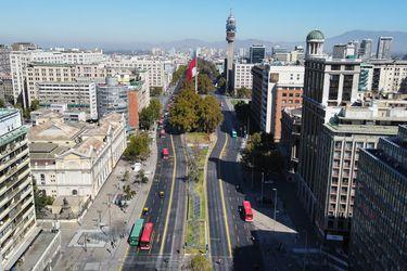 Manifestaciones en la Alameda obligaron desvíos de tránsito y cierre de estación U. de Chile