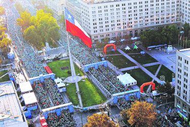 El Maratón de Santiago se aleja de La Moneda