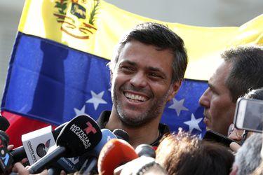 Líder opositor Leopoldo López sale de Venezuela rumbo a España tras abandonar embajada en Caracas