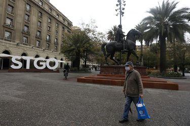 Fact Checking: ¿Santiago tiene una de las las cuarentenas más extensa del mundo? ¿Científicos dicen que jugar en plazas y parques no es riesgoso?