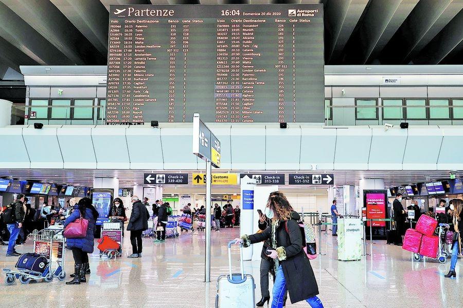 Países de la UE suspenden vuelos de Reino Unido tras nueva cepa - La Tercera
