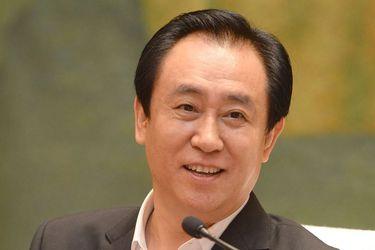 """Xu Jiayin: El """"rey de las deudas"""" que hace tambalear a los mercados con Evergrande"""