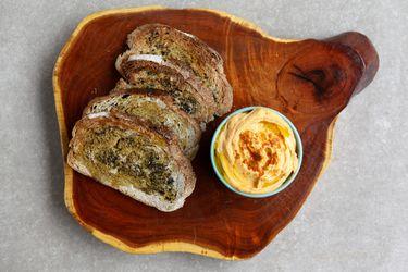 Aprende a hacer hummus de pimentón morrón