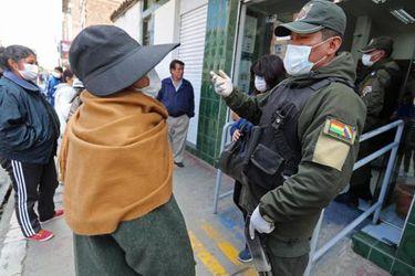 Suben muertes de contagiados con Covid-19 en las calles de ciudades de Bolivia