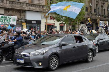 El presidente argentino se movilizó al Congreso en un auto que acarrea $ 4,9 millones de deudas impagas