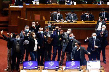 Economistas vuelven a la carga para frenar retiro del 10% de las AFP tras la derrota frente a los políticos