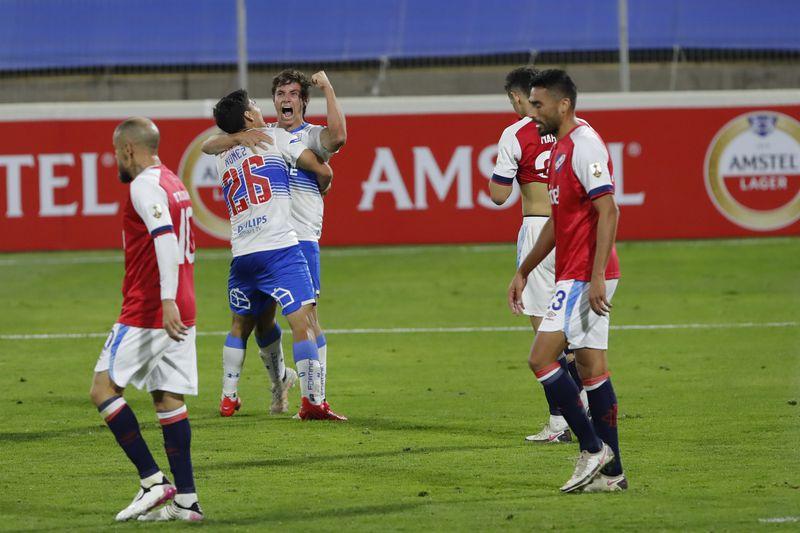 La victoria como local de la UC sobre Nacional de Uruguay revitalizó a los cruzados en la Copa Libertadores.