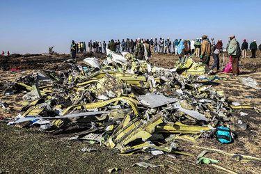 Escombros-del-avión-Boeing-737-de-Ethiopian-Airlines-que-se-estrelló-el-domingo-al-sur-de-Adís-Abeba-AFP