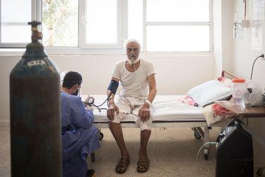 Sin camas ni ventiladores disponibles: norte de Siria enfrenta colapso sanitario por peor ola de Covid-19
