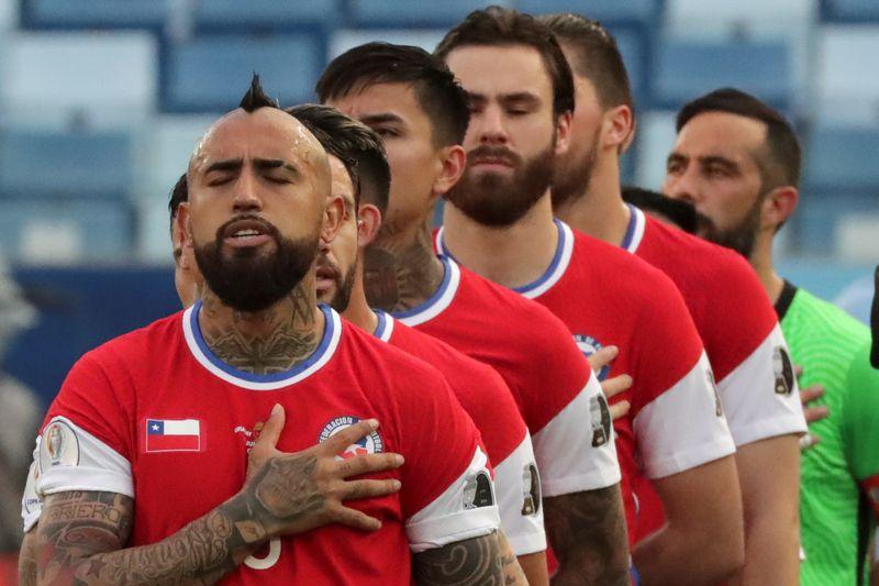 Jugadores de la Selección Chilena al momento de la entonación de los himnos. Foto: Conmebol.