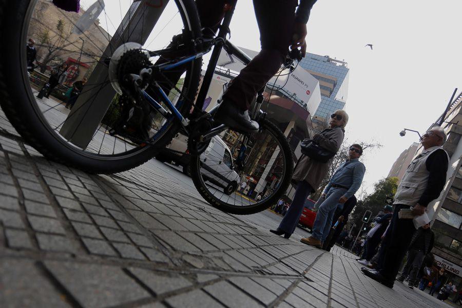 La Ley de Convivencia Vial impide a los ciclistas usar las veredas. Foto:  AgenciaUno  / referencial