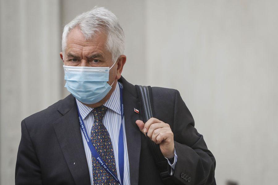 Enrique Paris, ministro de Salud, destacó el número de PCR reportado esta jornada.