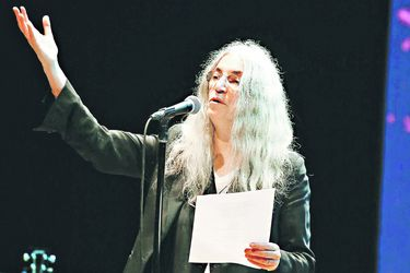 Patti Smith saluda a Chile desde Argentina