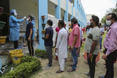 India confirma máximo diario de muertes y supera los 250.000 decesos y los 23 millones de contagios