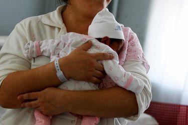 Dulce y agraz: Parlamentarias valoran subsidio a madres, pero admiten que habrían preferido extensión del postnatal de emergencia