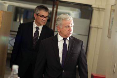 El Ministro de Hacienda, Felipe Larraín (c) y el Presidente del Banco Central, Mario Marcel (i) realizaron conferencia de prensa