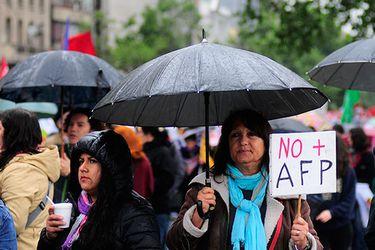 """Coordinadora """"No+AFP"""" llama a dejar dos administradoras de fondos de pensiones"""