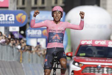 Egan Bernal celebra tras quedarse con el título del Giro de Italia