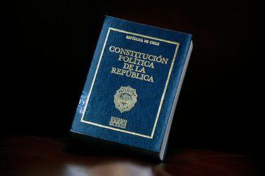 El 45% de quienes se identifican con la derecha aprueban una nueva Constitución