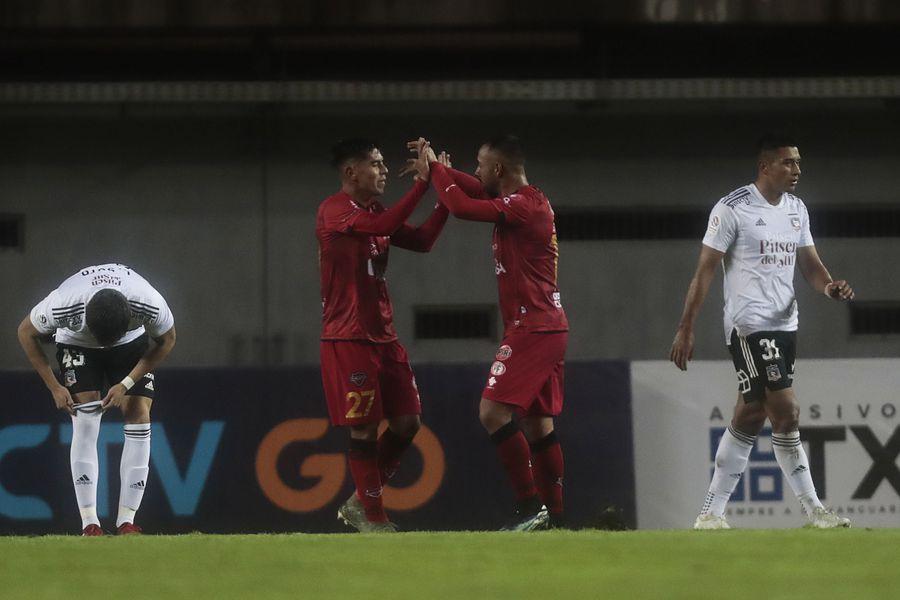Ñublense festeja uno de sus goles ante Colo Colo