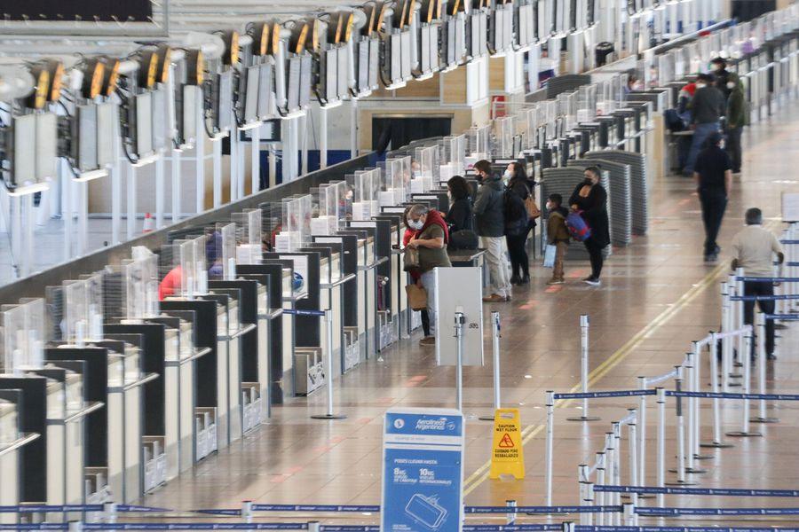 Pandemia sigue golpeando al turismo y llegada de extranjeros registra fuerte retroceso