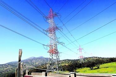 Colbún, la eléctrica de la familia Matte, inicia proceso para vender su negocio de transmisión