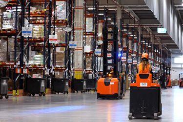 Amazon, McDonald's y otras firmas buscan atraer trabajadores subiendo salarios en Estados Unidos ante escasez