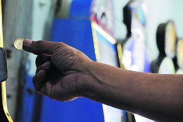 Tragamonedas: las escuchas que usó el Servel para denunciar delitos electorales