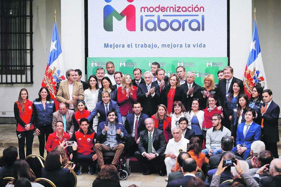 Imagen FIRMA EL PROYECTO DE LEY DE MODERNIZACIÓN LABORAL597