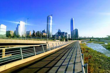 ¿Cerca o lejos de Australia? Chile rozará los US$31 mil per cápita en 2023 tras nuevas cifras de población