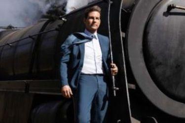 Tom Cruise viaja en el exterior de un tren en la nueva foto de Misión Imposible 7