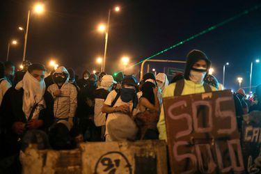 Trece días de protesta dejan 42 muertos en una Colombia en shock por la represión policial