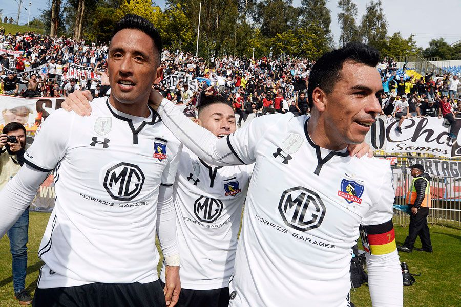 Colo Colo, Esteban Paredes, Lucas Barrios