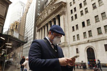 Bolsa de Santiago se recupera y sube pese a pesimismo de los mercados ante el aumento de contagios