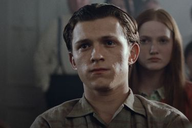 Tom Holland desconfía de Robert Pattinson en el tráiler de The Devil All the Time